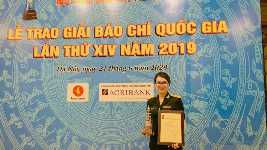 Chi Trinh vo btv Tuan Duong lam trung tam phat thanh truyen hinh quan doi QPVN