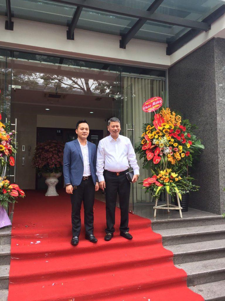 CEO WoodPlus Nguyễn Văn Minh tham dự lễ khai trương và chúc mừng công ty làm ăn Hồng Phát