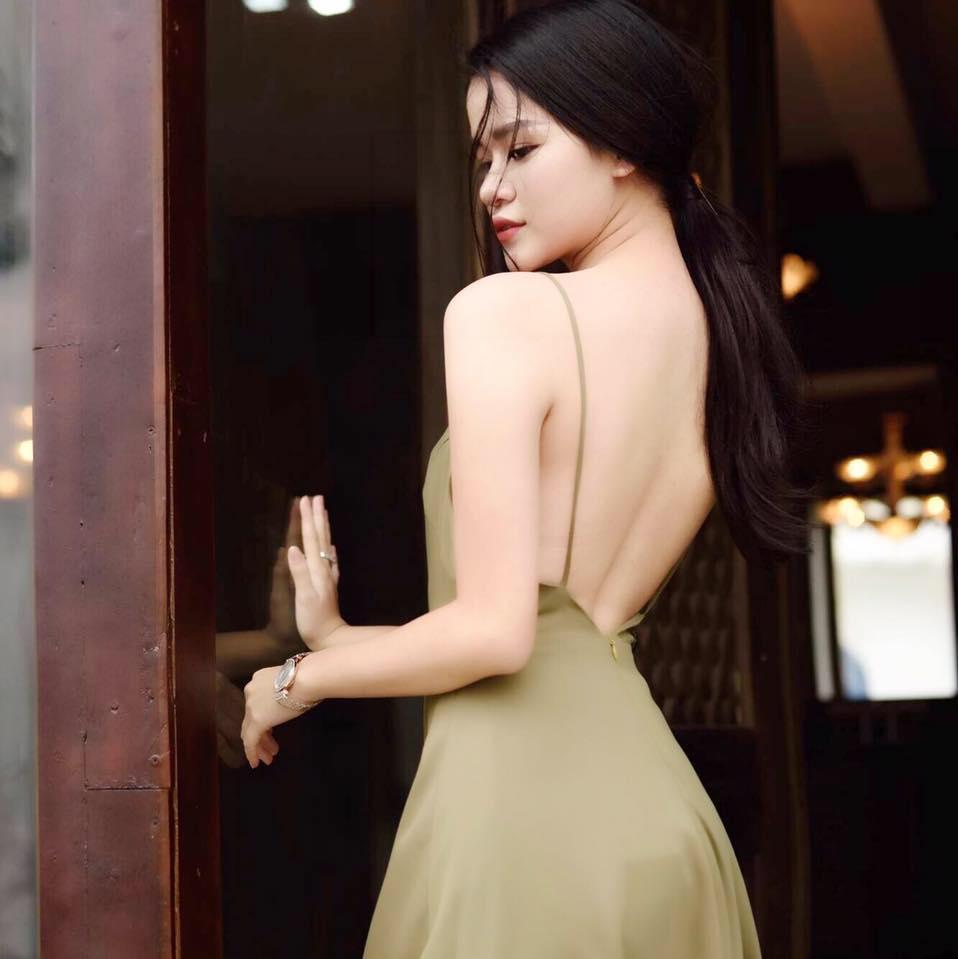 Phong cách gợi cảm của nhà văn Huyền Trang Bất Hối