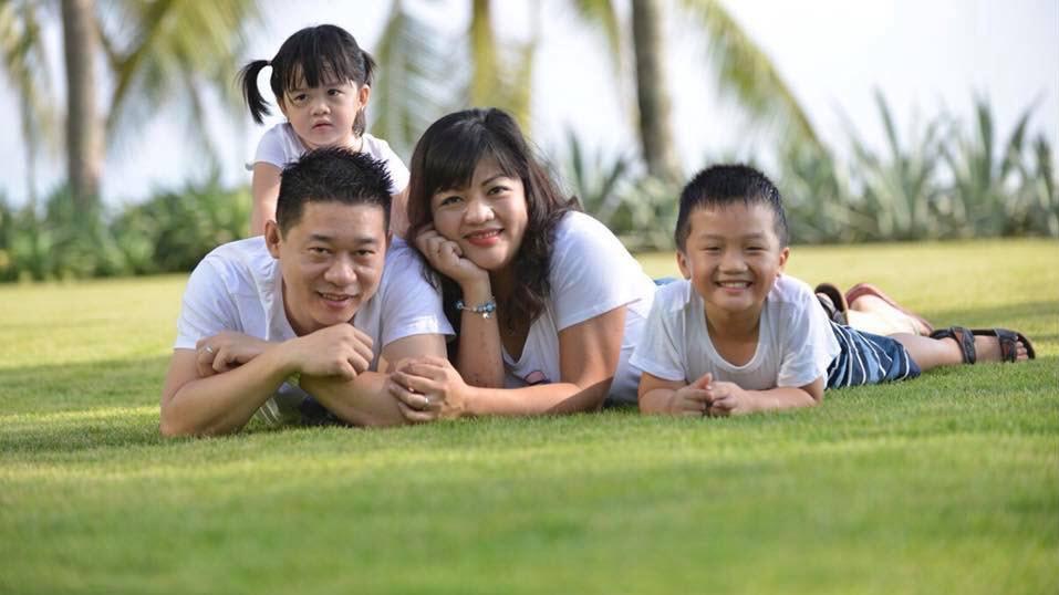 Gia đình đáng yêu của anh chị Tường - Hương