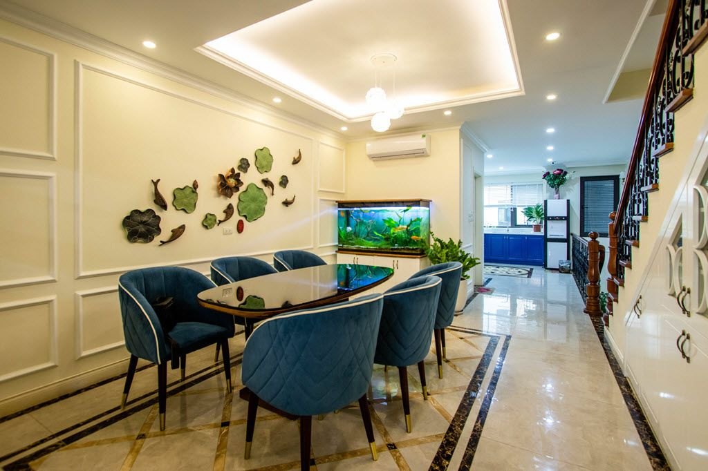Bàn ăn đẳng cấp và đẹp mắt tại trung tâm ngôi nhà chị Huyền KĐT Thảo Nguyên EcoPark