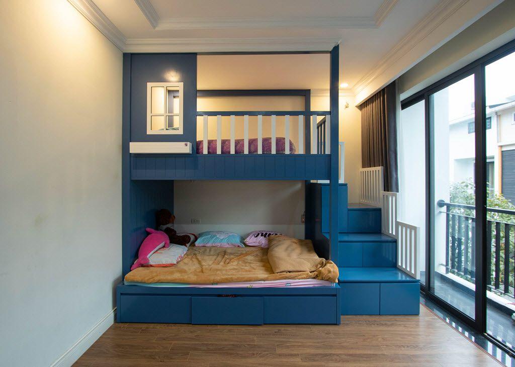 Giường ngủ trẻ em 2 tầng vô cùng tiện lợi với ánh sáng tự nhiên ngập tràn