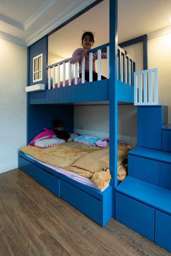 Giường tầng trẻ em với màu sắc tươi vui tại gia đình chị Huyền shop house EcoPark