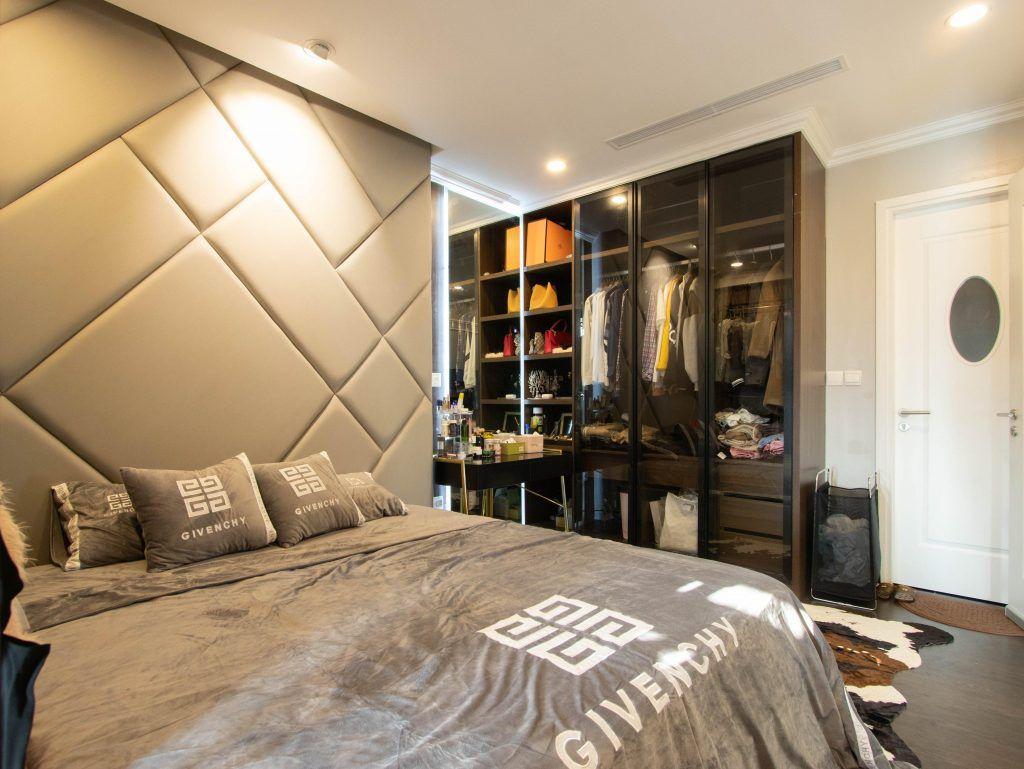 Thiết kế không gian phòng ngủ sang trọng, với tủ đựng đồ tiện lợi, lạ mắt