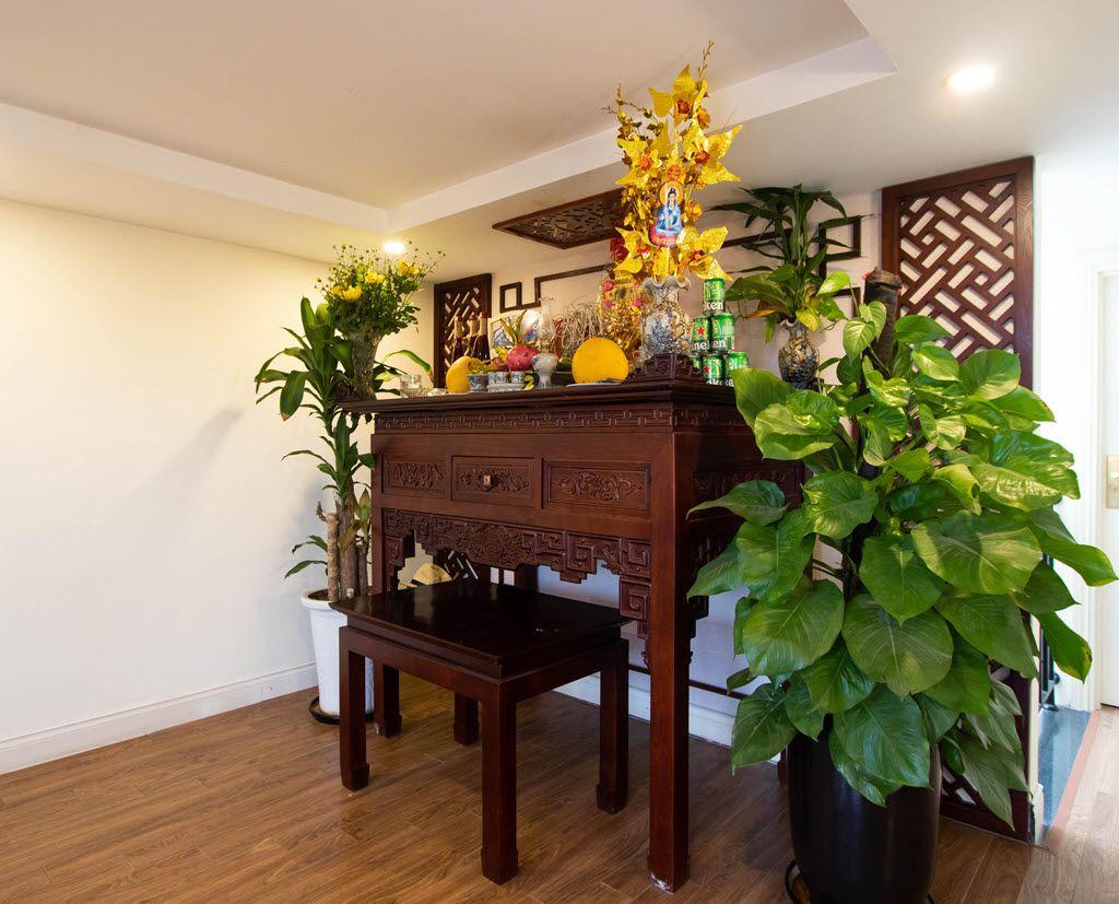 Không gian thờ tự trang nghiêm tại gia đình chị Huyền shop house Thảo Nguyên EcoPark