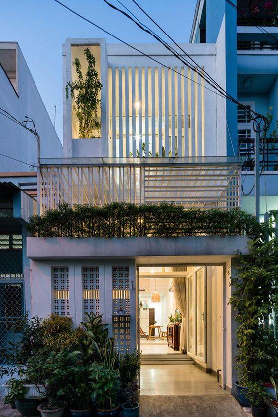 Thiết kế nhà phố 2 tầng kiểu cửa lệch dạng nan