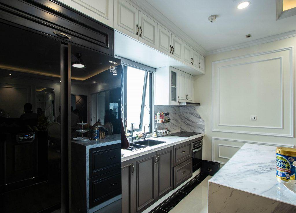Không gian phòng bếp hiện đại với anh sáng tự nhiên ngập tràn