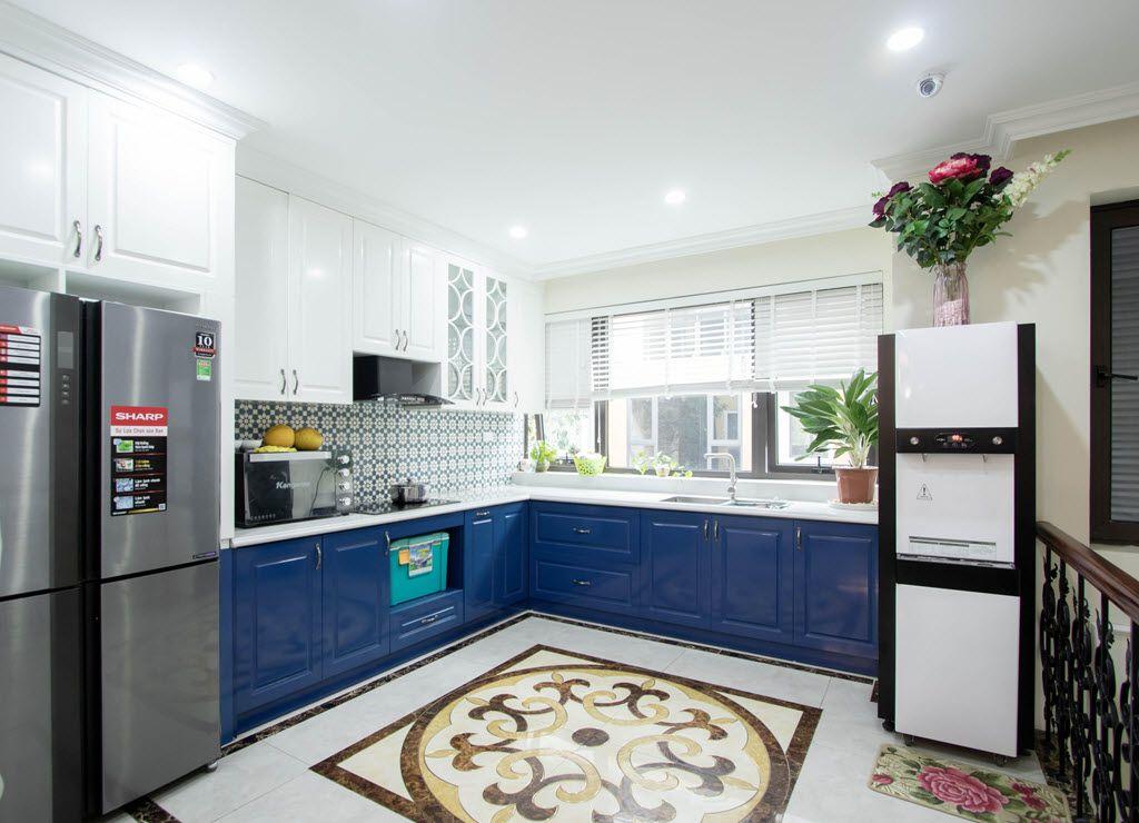 Phòng bếp xinh đẹp với hệ tủ bếp sang trọng, làm sáng choang căn bếp